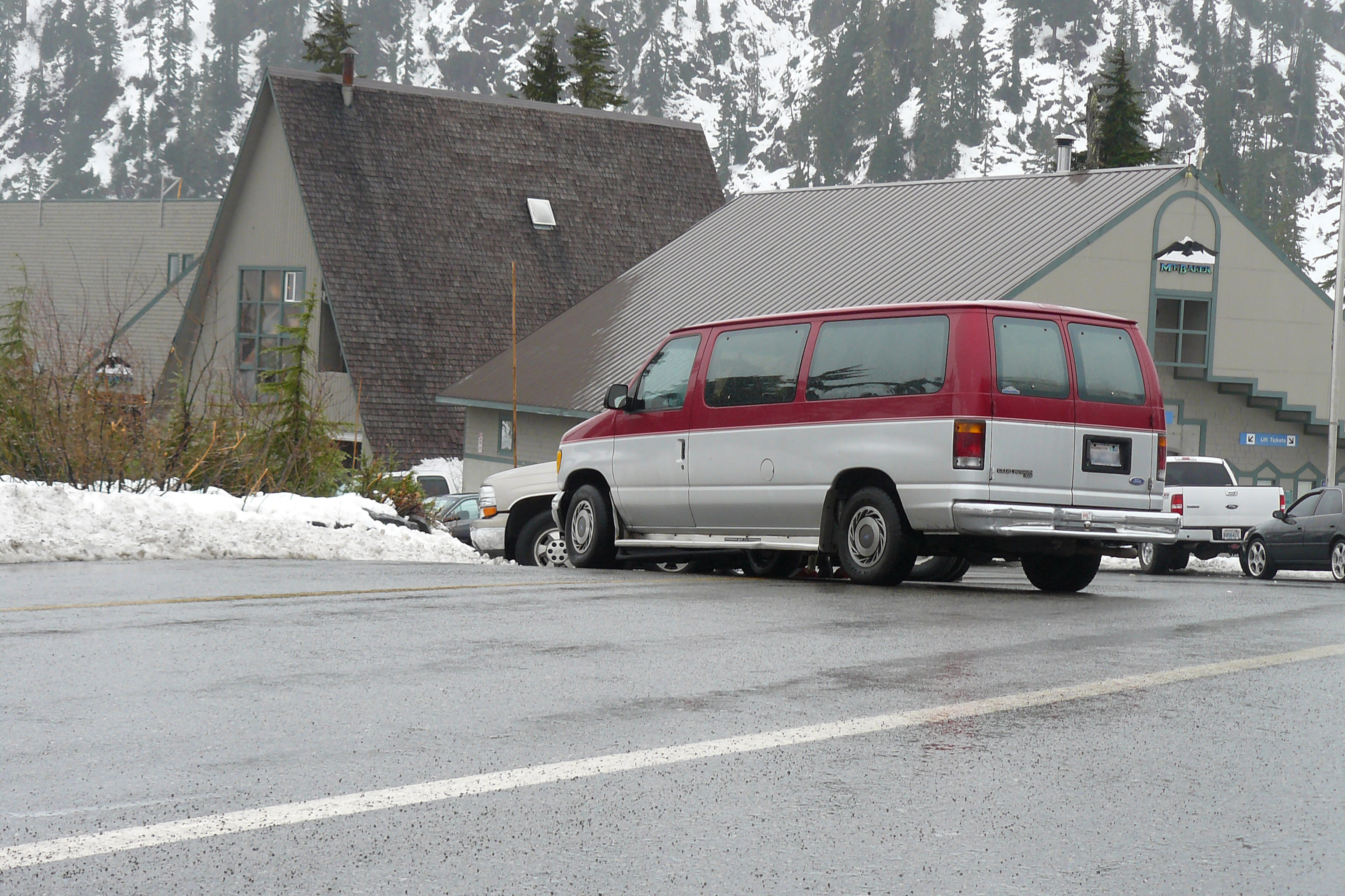 Van sitting where it broke. Click on image for larger picture.